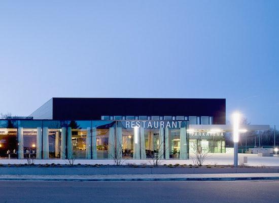 Preis: ParkArena, CODE UNIQUE Architekten, GESA Ingenieurgesellschaft für technische Gesamtplanung mbH, Gemeinde Neukieritzsch, Straßenansicht, © Sven Otte