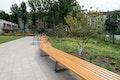 Lange Bank im Pablo Neruda Garten