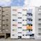 Straßenansicht mit Nachbarbebauung