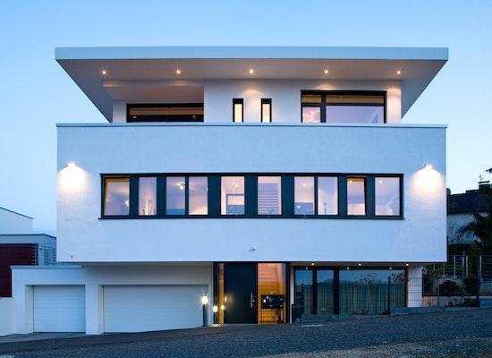 Projekt haus l neubau eines mehrgenerationenhaus for Zweifamilienhaus flachdach