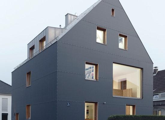 projekt graues haus competitionline. Black Bedroom Furniture Sets. Home Design Ideas